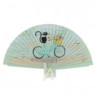 Bicicleta verde ventilador vintage e gato preto